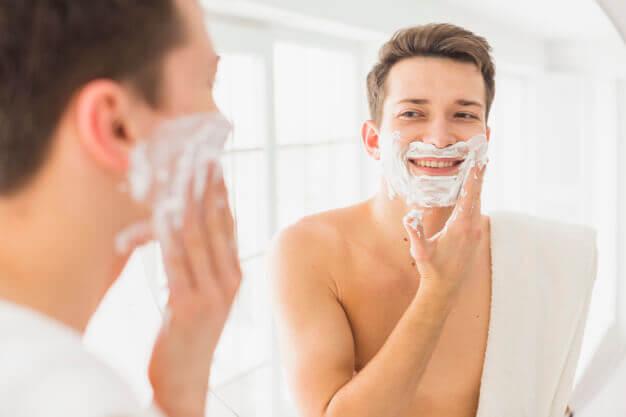 Cómo proteger la piel durante y después del afeitado