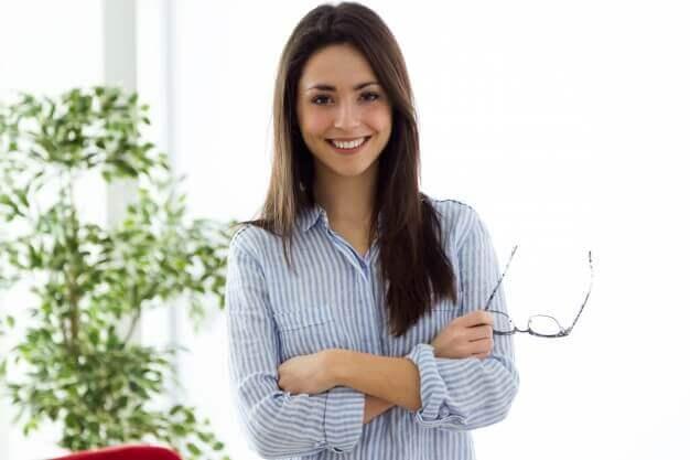 como-mejorar-la-vista-cansada-mujer-joven